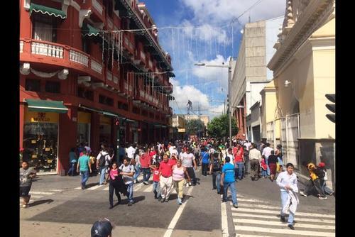El Paseo de la Sexta también atrae muchas visitas de la población en esta época. (Foto Luis Barrios/Soy502)