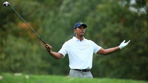 El golfista estadounidense Tiger Woods luce sorprendido durante la última fecha de la Copa Presidente 2013. Nuevamente, su desempeño fue determinante para que Estados Unidos se alzara con la victoria. (AFP)