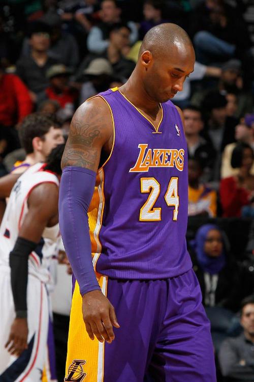Bryant suma su cuarta derrota desde su retorno con los Lakers tras una lesión. (Foto: Kevin Cox/AFP)