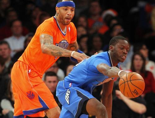 Los jugadores del Thunder se hicieron con el control del balón y dominaron a unos Knicks que opusieron poca resistencia. (AFP)