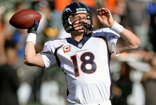 """Manning impuso la mejor marca de yardas por aire en una temporada al sumar 5.477, y logró 55 envíos de """"touchdown"""", que también es la mejor de todos los tiempos en la NFL. (Foto: Thearon Henderson/AFP)"""