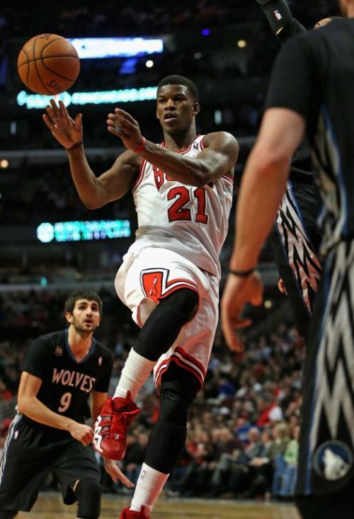 Jimmy Butler de los Bulls de Chicago en una de las jugadas del encuentro ante los Timberwolves de Minnesota. (Foto: Jonathan Daniel/AFP)