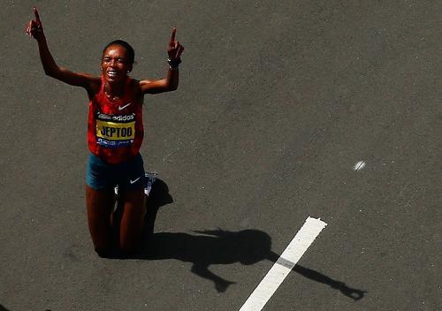 La keniata Rita Jeptoo revalida su título en el maratón de Boston 2014. (Foto: AFP)