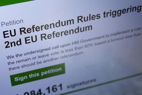 La petición de un segundo referendo. (Foto: AFP)