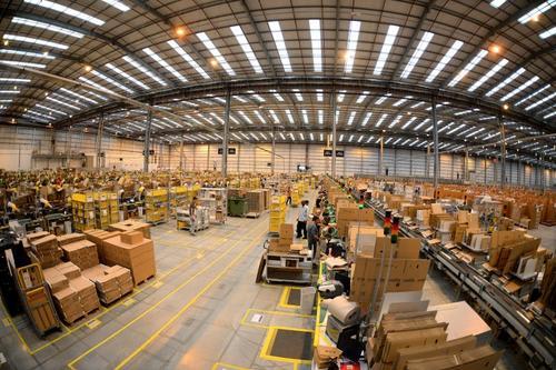 Según Warren, Amazon no pretende hacer dinero de su hardware, pero sí de su estrategia de utilizarlo como plataforma para que se consuman sus productos y servicios. Si vemos dispositivos nuevos por parte de Amazon, será para potenciar esto. (AFP)