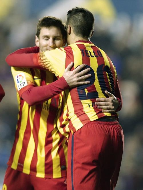 Messi y Tello fueron la pareja explosiva de la noche, el primero con 3 asistencias y el segundo con 3 anotaciones. (Foto: José Jordan/AFP)