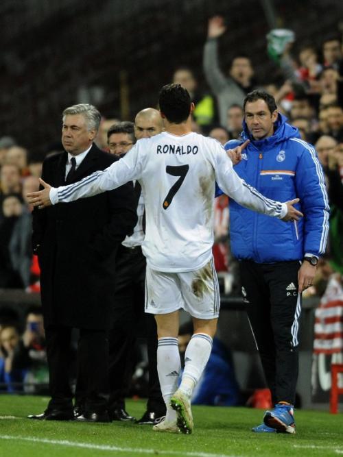 Cristiano Ronaldo fue expulsado y complica al Real Madrid. (Foto: AFP)