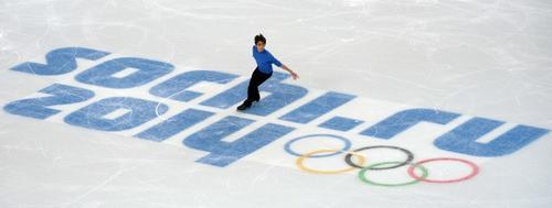 El filipino podría clasificarse este jueves a las rondas finales de patinaje sobre hielo en su modalidad de estilo libre. (Foto: Damien Meyer/AFP)