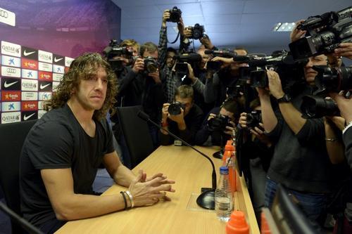 Puyol ofreció una rueda de prensa por la mañana donde comentó su decisión de dejar el Barcelona. (Foto: AFP)