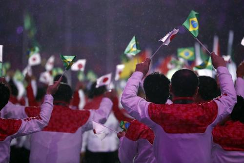 Brasil entregó la bandera olímpica a Japón. (Foto: AFP)