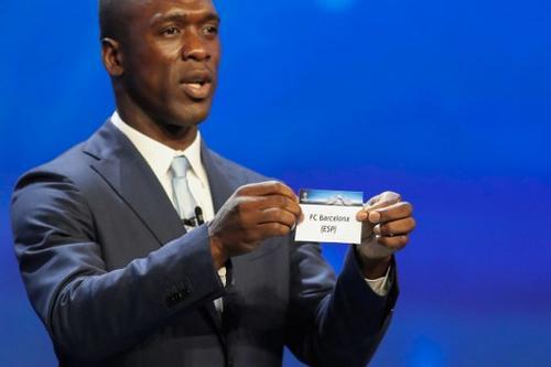 Este es el momento en que Clarence Seedorf, saca el nombre del Barcelona.