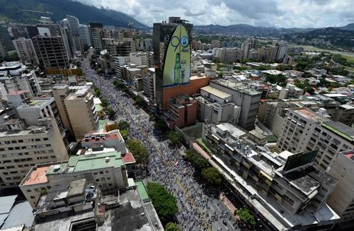 Miles de personas salieron a la calle en Caracas. (Foto: AFP)