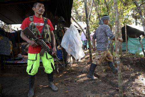 Un guerrillero de las FARC en el El Diamante, Departamento de Caqueta, Colombia (Foto: Raul Arboleda/AFP)