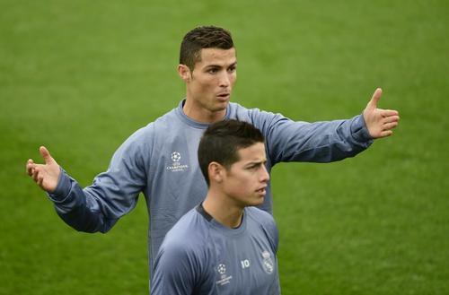 Cristiano y James durante el entrenamiento del Real Madrid. (Foto: AFP)