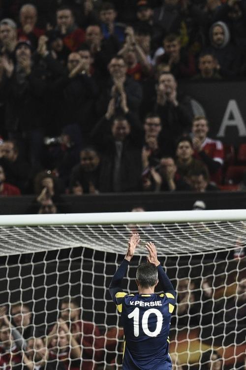 Robin Van Persie se llevó una ovación de Old Trafford. (Foto: AFP)