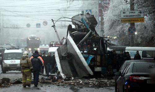 Los restos de un trolebús después de un ataque suicida que lo destruyó y mató a 14 personas en la ciudad rusa de Volgogrado. (AFP/INTERIOR MINISTRY PRESS SERVICE)