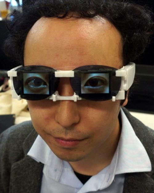 Los lentes traducen la dicotomía entre lo que se muestra y lo que se piensa realmente. (Foto:AFP)