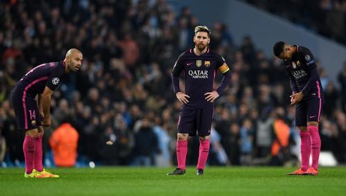 La cara de pocos amigos de Messi después del tercer gol. (Foto: AFP)