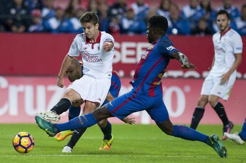 Samuel Umtiti ha jugado muy bien y ya se ganó a la afición, pero es su segunda lesión en 3 meses. (Foto: AFP)