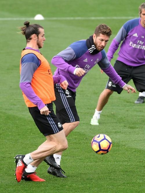 Sergio Ramos ya entrenó con el resto del equipo. (Foto: AFP)