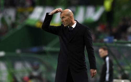 Sí, Zizou, parece que alguien le está haciendo brujería a tus jugadores... lesión, tras lesión, tras lesión. (Foto: AFP)