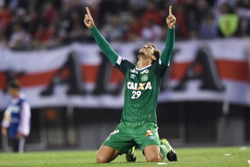 Hélio Neto celebrando el pase a una final que nunca se llegó a jugar. (Foto: AFP)