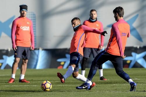 El Barcelona entrenó sabiendo que está obligado a ganar. (Foto: AFP)