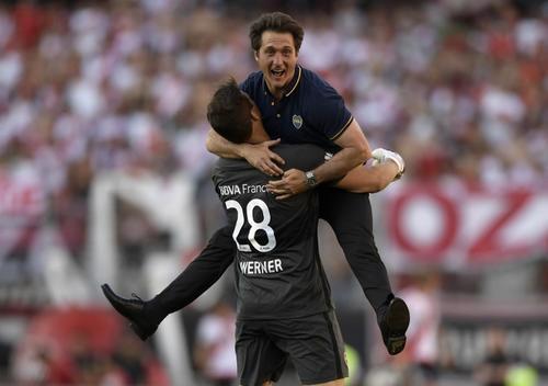 Guillermo Barros Schelotto, el entrenador de Boca, en una foto que deja muy claro cómo fue el partido para su equipo. (Foto: AFP)
