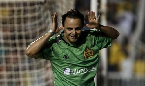 El ex piloto de la Fórmula 1, Felipe Massa, marcó un gol. (Foto: AFP)