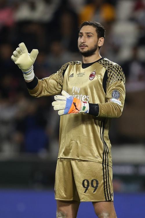 """""""Gigio"""" apenas tiene 17 años y ya es un héroe en Milán. (Foto: AFP)"""