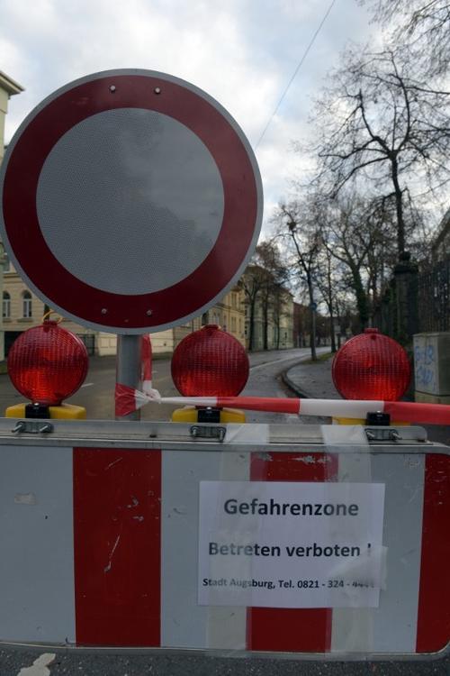 Este cartel indica que la zona ha sido acordonada. (Foto: AFP)