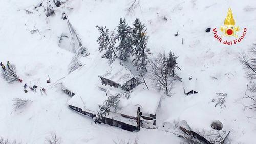 Así quedó el hotel luego de la avalancha. (Foto: AFP)