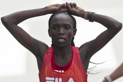 Nancy Kipron se hizo con el título en la categoría femenina. Foto AFP