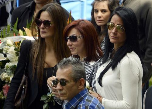 Familiares de Mónica Spear durante el sepelio efectuado este viernes a la 1 de la tarde en Caracas, Venezuela. Foto AFP