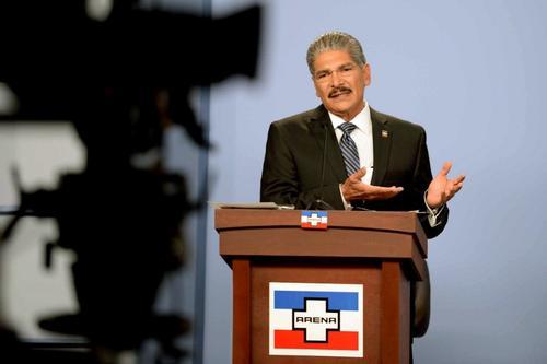 Norman Quijano es el candidato por el partido oficial Alianza Republicana Nacionalista. Foto AFP
