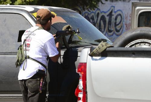 Los líderes de las autodefensas que aseguran que no entregarán las armas hasta que los dirigentes de Los Caballeros Templarios sean capturados.  Foto AFP