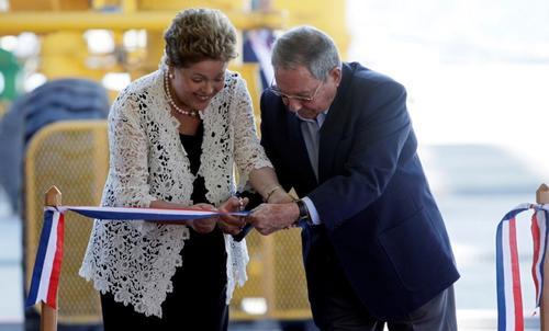 Dilma Rousselff, presidenta de Brasil y Raúl Castro, presidente de Cuba, inauguraron este lunes el Megaproyecto (Foto: AFP)