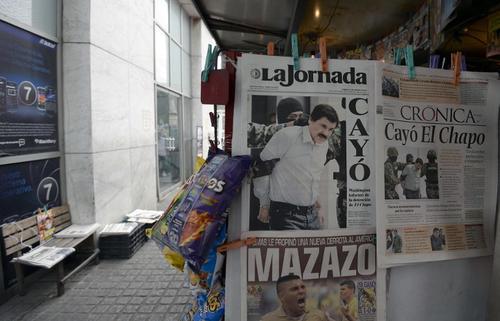 """Las portadas de todos de los medios mexicanos informaban sobre la captura de Joaquín """"el Chapo"""" Guzmán. (Foto:AFP/Alfredo Estrella)"""