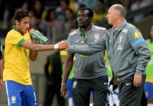 Luiz Felipe Scolari dirigirá a la selección de Brasil ante Sudáfrica. (Foto: AFP)