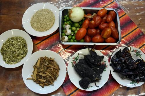 Ingredientes para preparación del pepián. (Foto: Johan Ordóñez/AFP)