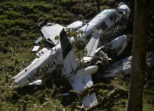 Así quedó la avioneta que se estrelló en Colombia por problemas técnicos. (Foto: AFP)