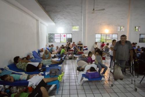 La población aún se mantiene en los refugios, pues las intensas lluvias aún representan riesgo. (Foto: AFP)