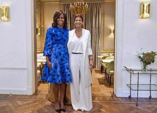 La primera dama de argentina saluda a Michelle Obama. (Foto: AFP)