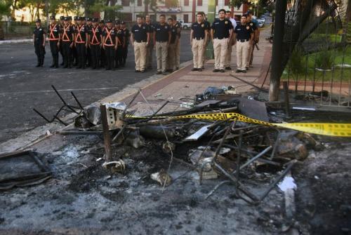 Estructuras quemadas luego de las jornadas de protestas. (Foto: AFP)