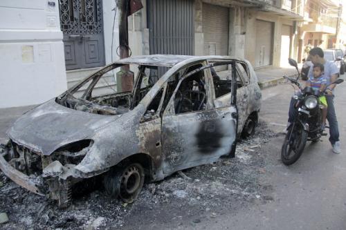 Automóviles fueron quemados durante la manifestación. (Foto: AFP)