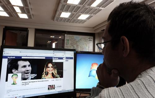 Los iraníes se volcaron contra Lionel Messi y Fernanda Lima en redes sociales tras el sorteo mundialista. (Foto: Behrouz Mehri/AFP)
