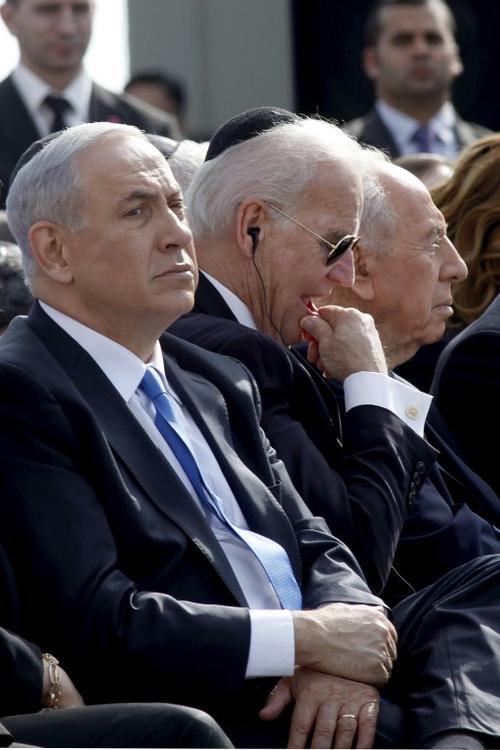 El vicepresidente de Estados Unidos Josep Biden, el presidente de Isral Shimon Peres, y el primer ministro Benjamin Netanyahu, durante las honras fúnebres. Foto AFP