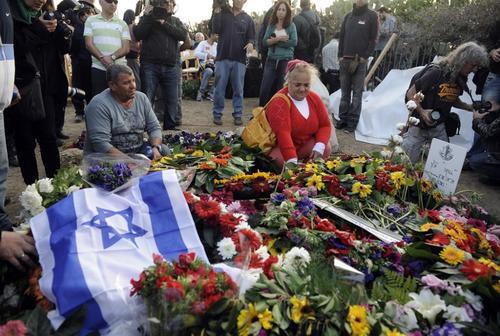 El expreso deseo de Sharón fue ser enterrado en su finca en lugar del Monte Hertzel de Jerusalén, donde yacen los padres fundadores del estado, dignatarios y altos mandos militares. Foto AFP
