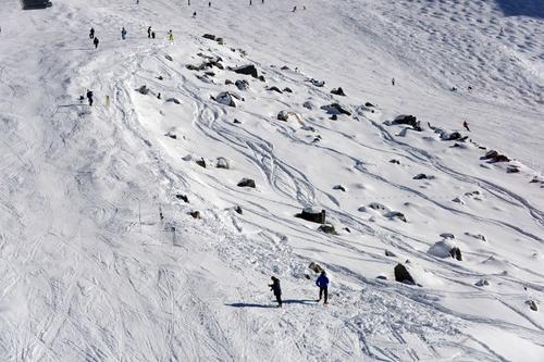 Fotografía tomada el 31 de diciembre de 2013, de la estación de esquí de los Alpes franceses de Meribel que muestra la parte rocosa entre dos laderas donde Michael Schumacher sufrió el percance. (AFP)