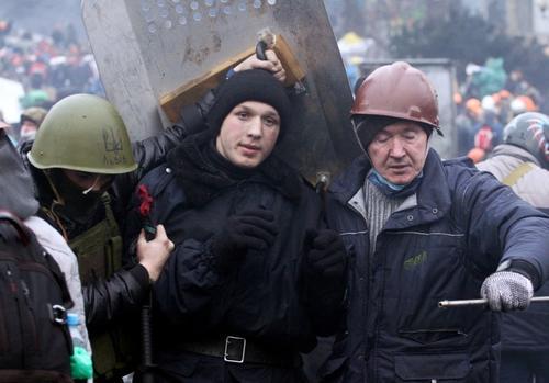 """Todos los representantes de las asociaciones de ucranianos coincidieron en denunciar la """"brutal represión"""", detrás de la cual ven la mano de Putin -la URSS sigue vigente, dijeron, pero """"con otra etiqueta""""-, contra los ciudadanos que se manifiestan """"pacíficamente"""". Foto AFP"""